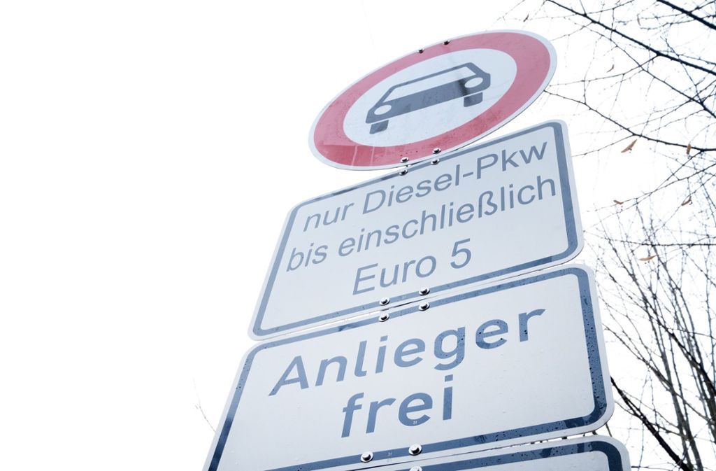 Ab 1. Juli sind Fahrverbote für Euro-5-Diesel in Stuttgart geplant. Doch möglicherweise verschieben sich die Maßnahmen. Foto: dpa/Bernd Weissbrod