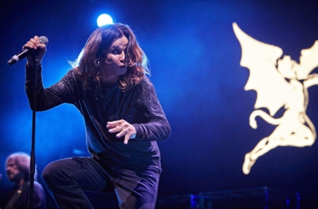 Gut gehalten: Ozzy Osbourne am  Mittwochabend in der Schleyerhalle. Weitere Bilder vom Konzert zeigen wir in der folgenden Fotostrecke. Viel Spaß beim Durchklicken! Foto: Heinz Heiss