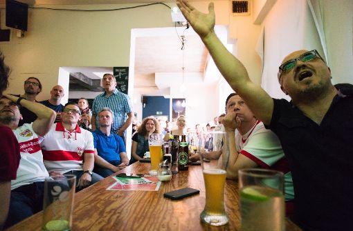 VfB-Fans fiebern im Sutsche mit