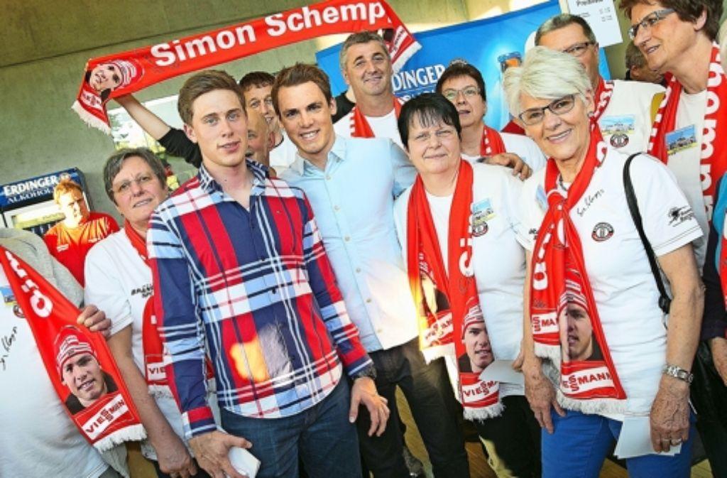 Jubel im Uditorium:  die Fans empfangen Simon Schempp und Alex Ketzer. Foto: Rudel