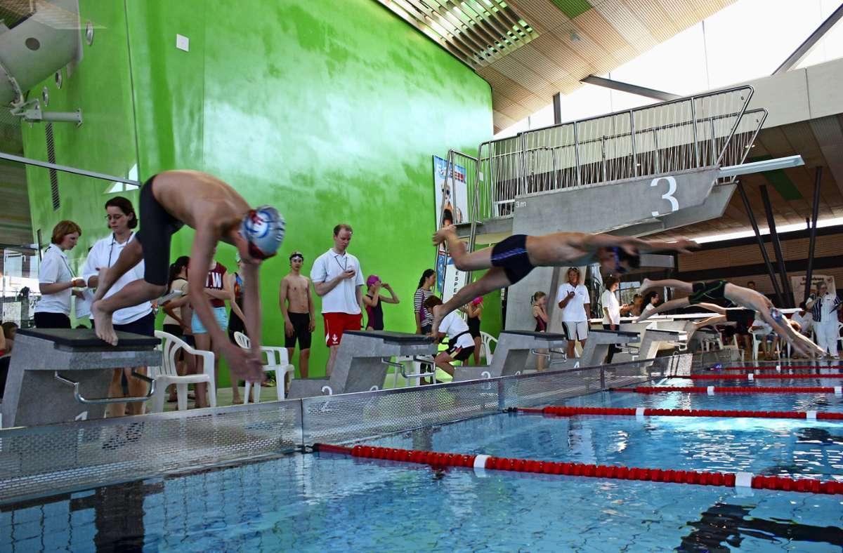 Die  Vereine veranstalten, wenn sie nicht wie zurzeit von einer Pandemie gebremst werden, auch Schwimmwettkämpfe  im Fellbacher Freizeitbad F3. Foto: Eva Herschmann