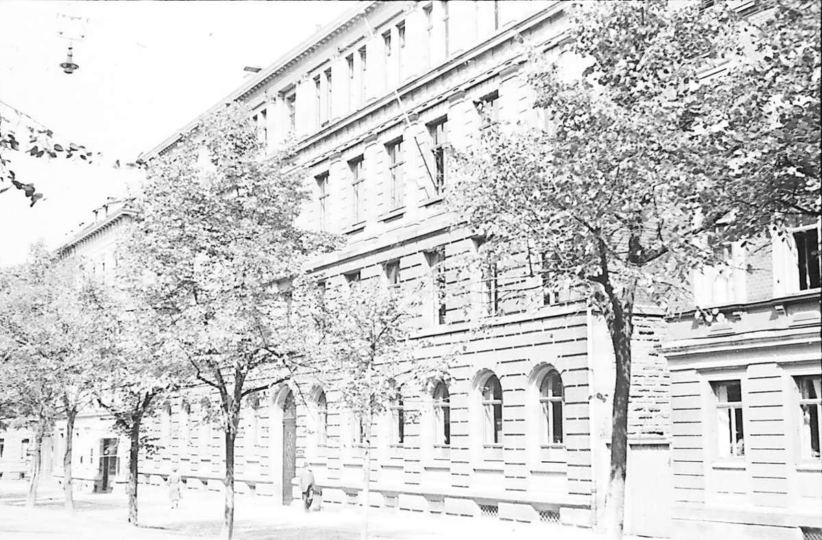 1943 wird das Königin-Olga-Stift in der Johannesstraße von einer Bombe getroffen. Foto: Stadtarchiv Stuttgart