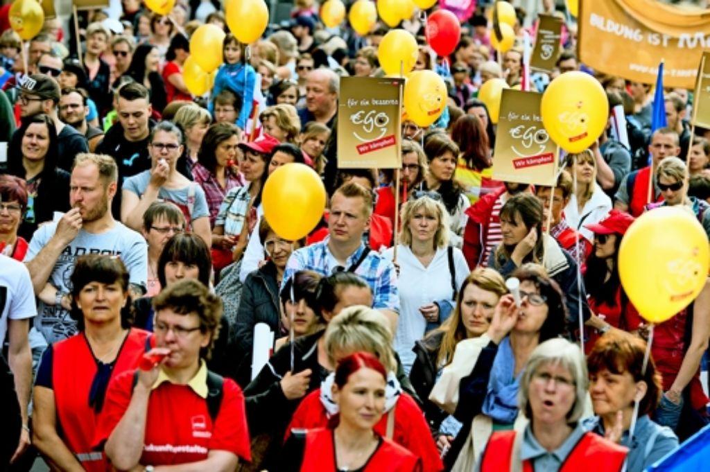 Die Streikenden fordern mehr Anerkennung und mehr Geld. Foto: dpa