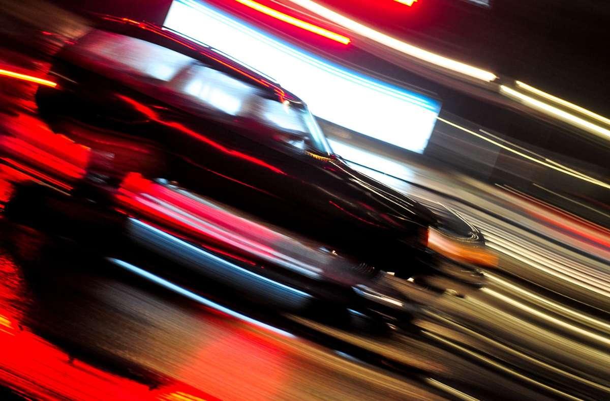 Mit 114 km/h erwischt die Polizei einen Raser im Stuttgarter Norden – erlaubt ist Tempo 40. (Symbolbild) Foto: picture alliance / dpa/Nicolas Armer