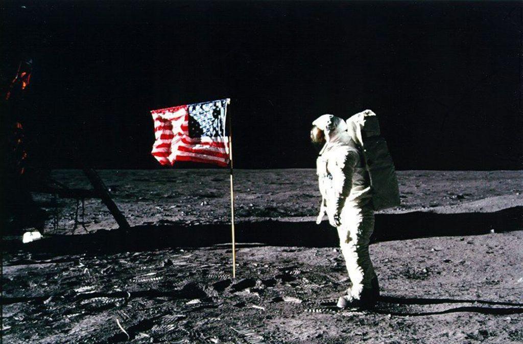 Für Verschwörungstheoretiker ist klar: die Mondlandung hat nie stattgefunden. Foto: dpa