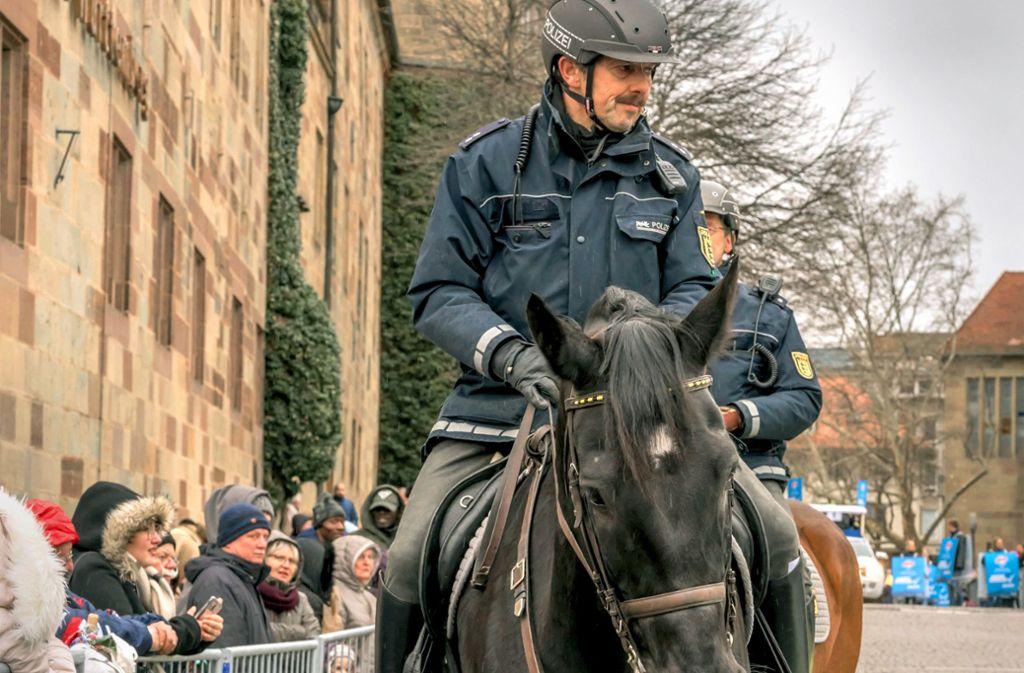 Die Reiter im Einsatz beim Fasching in Stuttgart Foto: Mauritius/Alamy/halpand