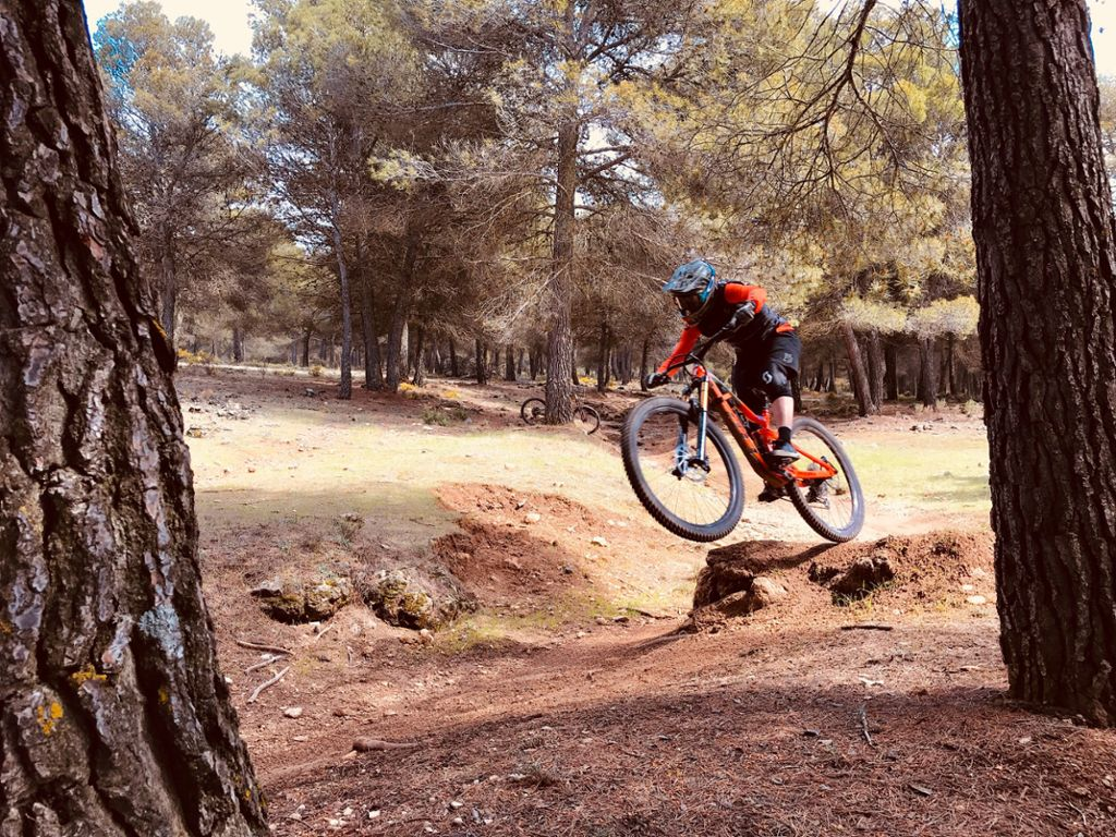 Beim Enduro fahren in Malaga. Foto: Privat