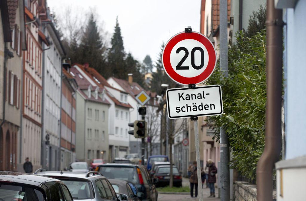 Nicht nur die halbseitige Sperrung – auch Tempo 20 bleibt. Foto: Horst Rudel