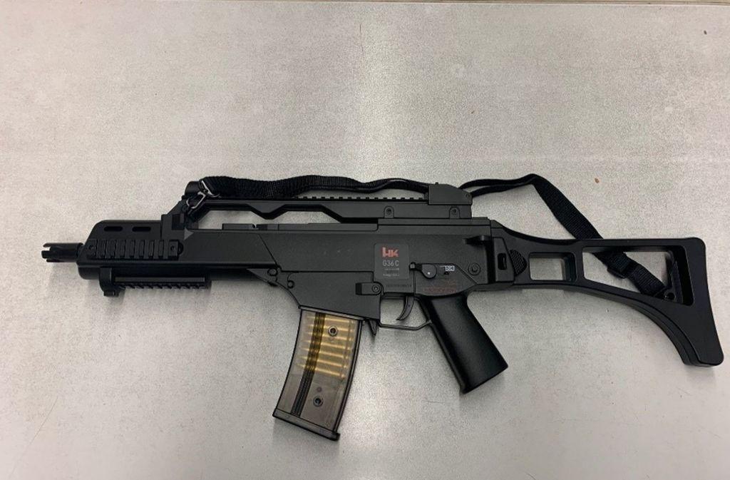 Mit dieser Softair-Waffe waren zwei Jugendliche in Auenwald unterwegs. Foto: