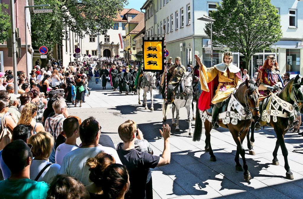 Der Maientags-Umzug hat in Göppingen eine lange Tradition. In den Vergangenheit gab es zwar kleine Änderungen an der Route, aber nie so weitreichende wie jetzt. Foto: Horst Rudel/Archiv