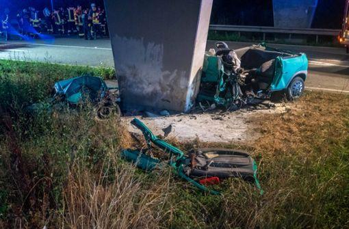 28-jähriger Autofahrer kracht gegen Brückenpfeiler und stirbt
