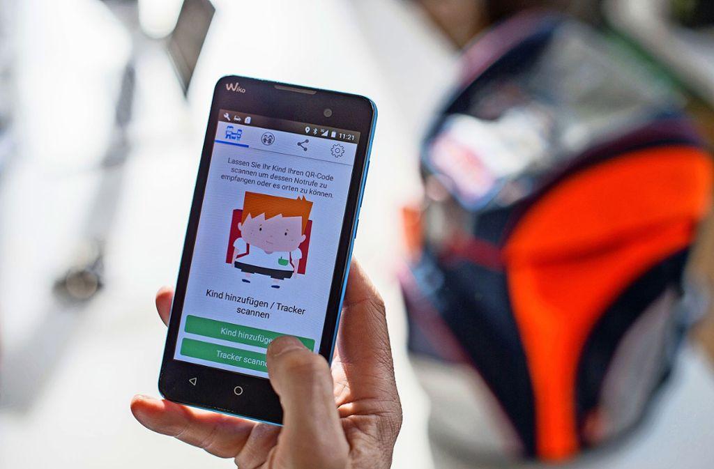 In der neuesten Version der App können Eltern ihre Kinder zwar anrufen, aber nicht mehr orten. Foto: dpa