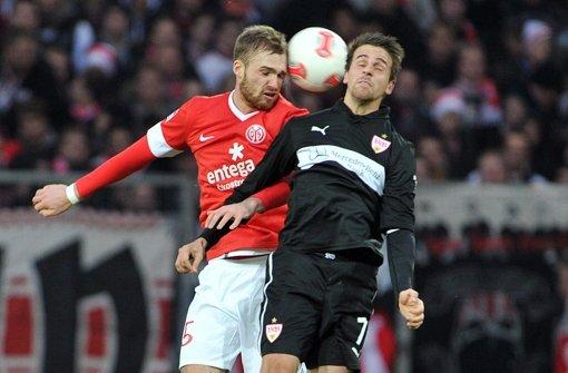 Zwischen die zwei passt nur ein Ball: Martin Harnik (links) und Jan Kirchhoff Foto: dpa