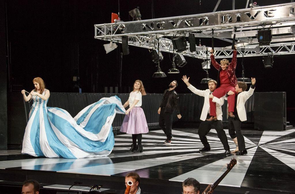 Auf der Bühne geht es mächtig rund. Foto: Staatsoper