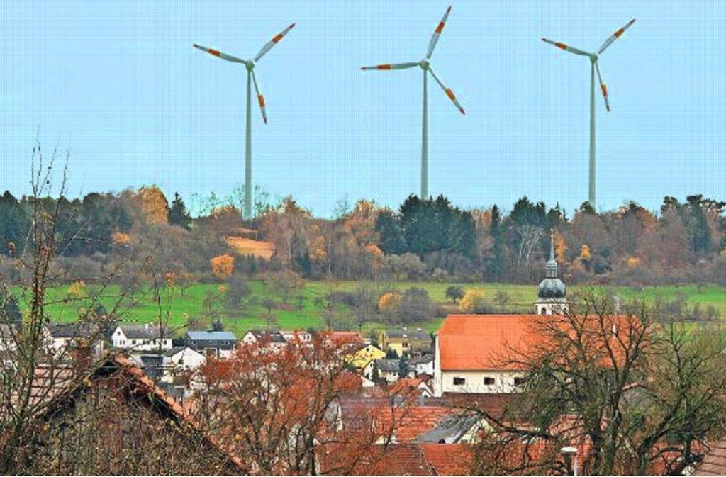 230 Meter hoch könnten die Windräder werden – 15 Meter höher  als der Stuttgarter Fernsehturm. Von Heimsheim werden sie gut zu sehen sein, wie unsere Montage zeigt. Foto: Ernst/Montage:  LKZ