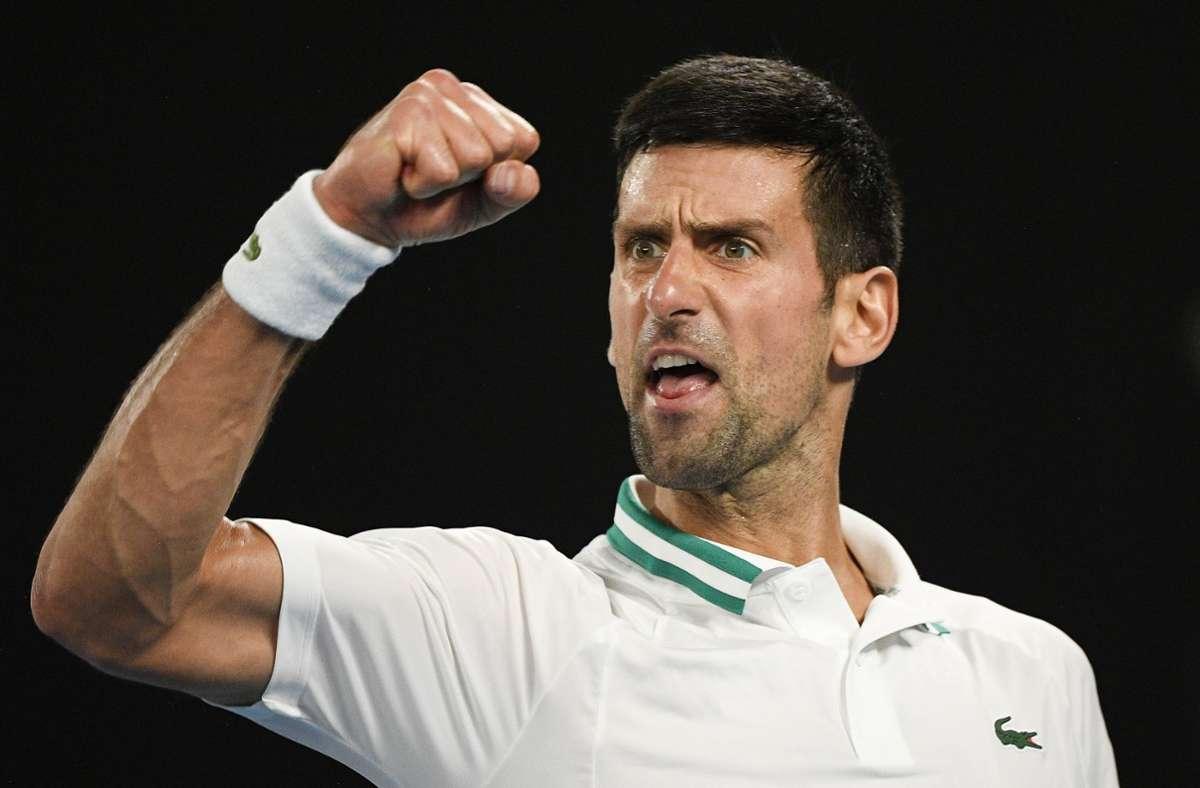 Novak Djokovic aus Serbien feiert seinen Sieg. (Archivbild) Foto: dpa/Andy Brownbill