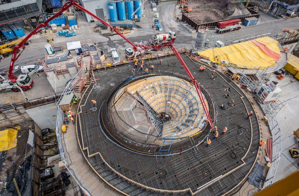 Der neue Hauptbahnhof nimmt langsam Gestalt an. Die Ausstellung zum Projekt wird verlegt. Foto: Lichtgut/Julian Rettig