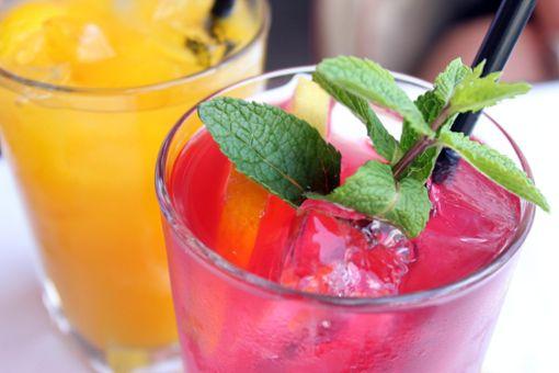 Liköre und beschwipste Früchte selbstgemacht