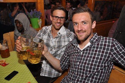 Der VfB Stuttgart feiert auf dem Wasen in den Mai