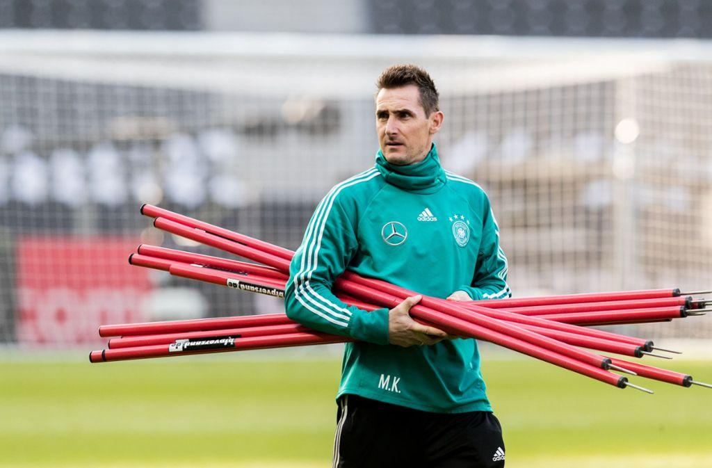 Derzeit ist Miroslav Klose Assistent von Bundestrainer Joachim Löw, bald könnte er Jugendtrainer beim FC Bayern München sein. Foto: Bongarts