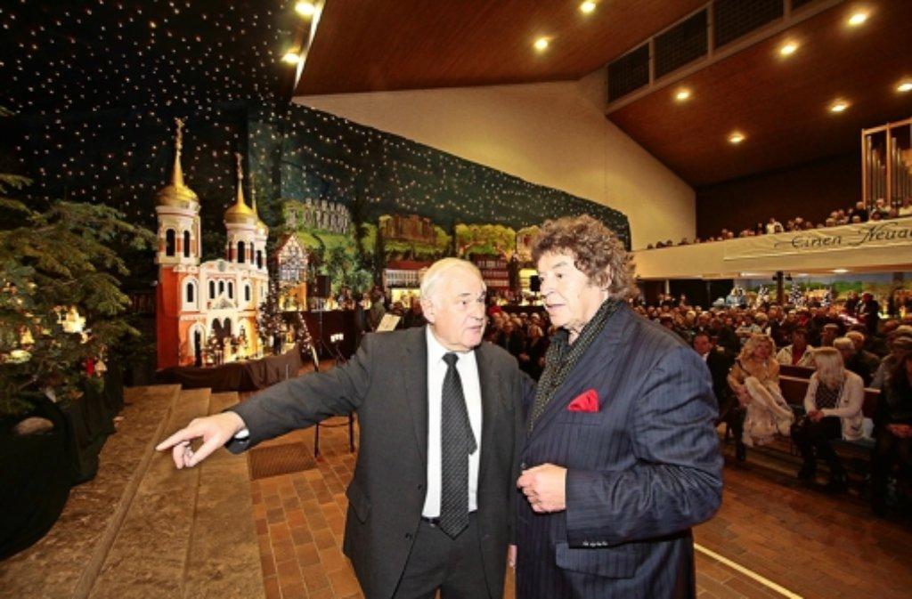 Enge Freundschaft: Pfarrer Franz Pitzal und Sänger Tony Marshall kennen sich seit vier Jahrzehnten. Foto: