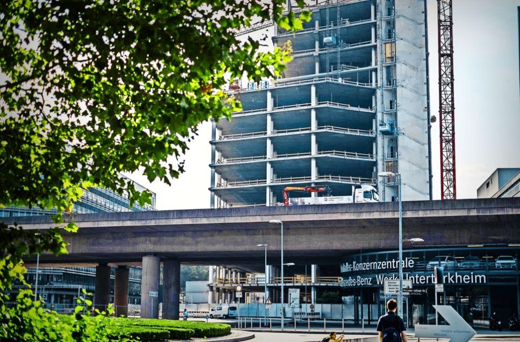 Daimler investiert an seinem Stammsitz: In das Gebäude am Cannstatter Tor könnte die Konzernspitze einziehen. Foto: Lichtgut/Max Kovalenko
