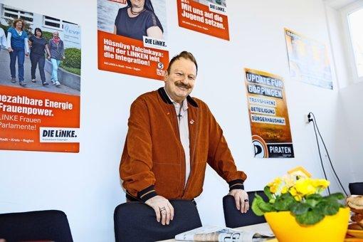 Immer ein Kreuz um den Hals: Christian Stähle im linken Fraktionszimmer Foto: Horst Rudel