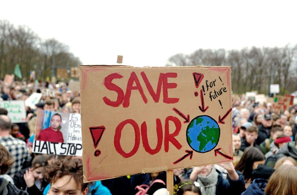 """Die """"FridaysforFuture""""-Bewegung wird sich am Freitag parallel zum Klimakabinett in Berlin treffen. Foto: epd"""