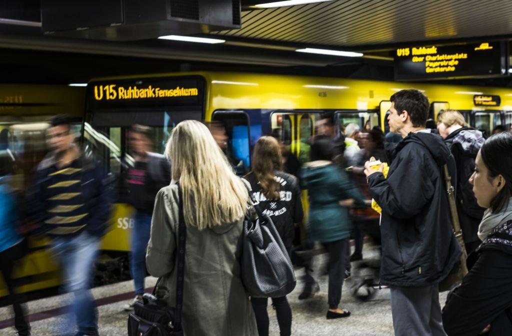 Volle Bahnsteige, aber pünktlicher Betrieb am Tag nach den Ferien – und damit dem ersten Tag mit vollem Ansturm nach der Fahrplanumstellung Foto: Lichtgut/Max Kovalenko