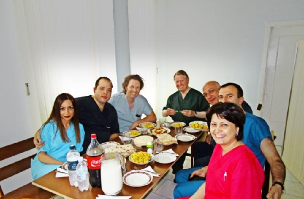 Nicht nur medizinisch funktioniert die Zusammenarbeit mit den armenischen Kollegen, auch menschlich versteht man sich (Dritter von links: Norman Rüb). Foto: privat