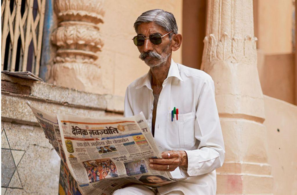 Hier der elegante Zeitungsleser in ganzer Größe Foto: Scott Schuman