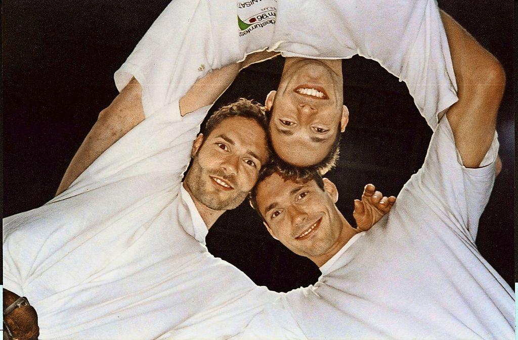 Die Drillinge Stefan (links), Philipp und Martin (unten) Bukovsek. Klicken Sie sich durch die Bildergalerie  – dann sehen Sie noch mehr Fotos aus dem Leben der drei Brüder. Foto: Ulrike Weber
