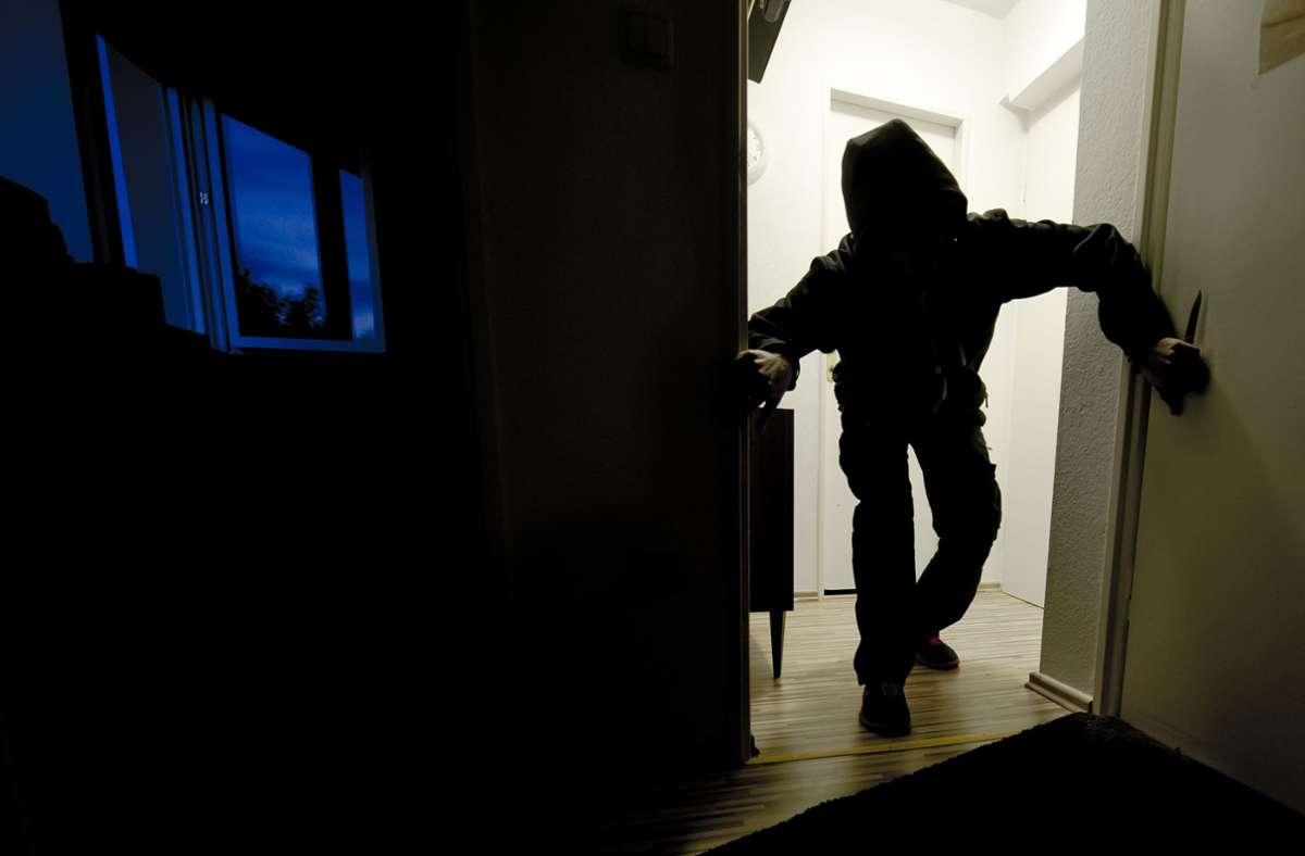 Der Einbrecher wurde von den Bewohnern überrascht. (Symbolbild) Foto: picture alliance / dpa/Nicolas Armer