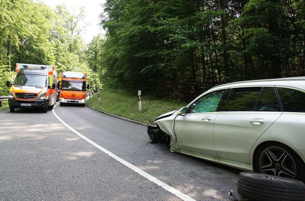 Bei dem Unfall wurden zwei Personen verletzt. Foto: SDMG
