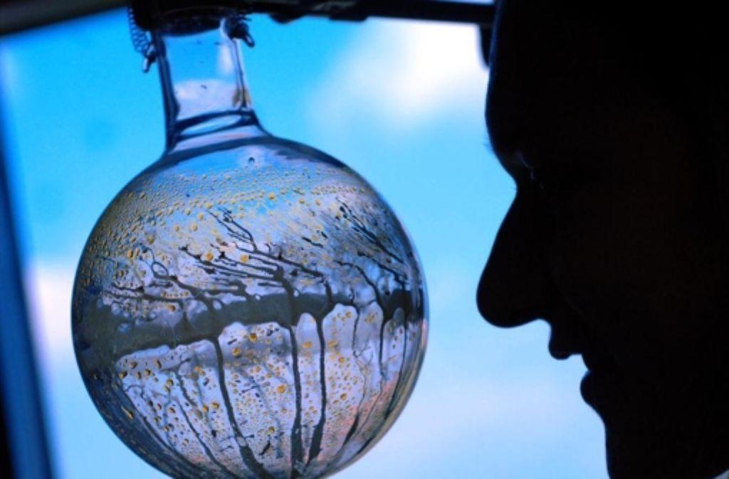 Experimente mit kritischem Material sollten ethisch geprüft werden. Foto: dpa