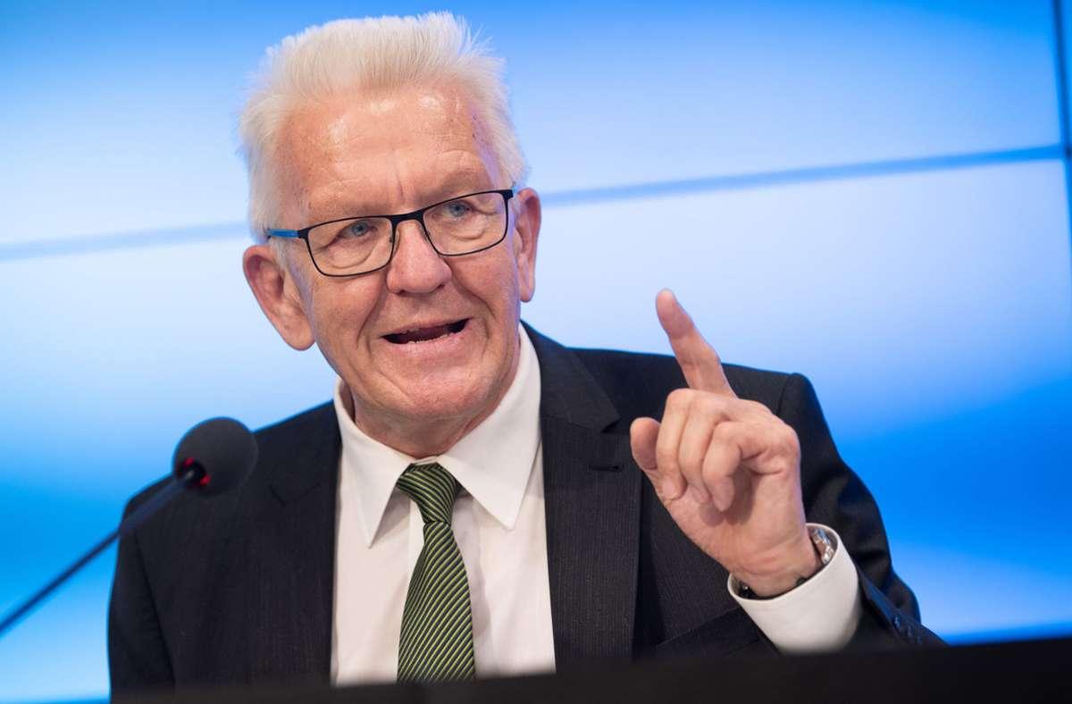 Ministerpräsident Winfried Kretschmann kann kein Fehlverhalten der Polizei erkennen. Foto: dpa/Sebastian Gollnow