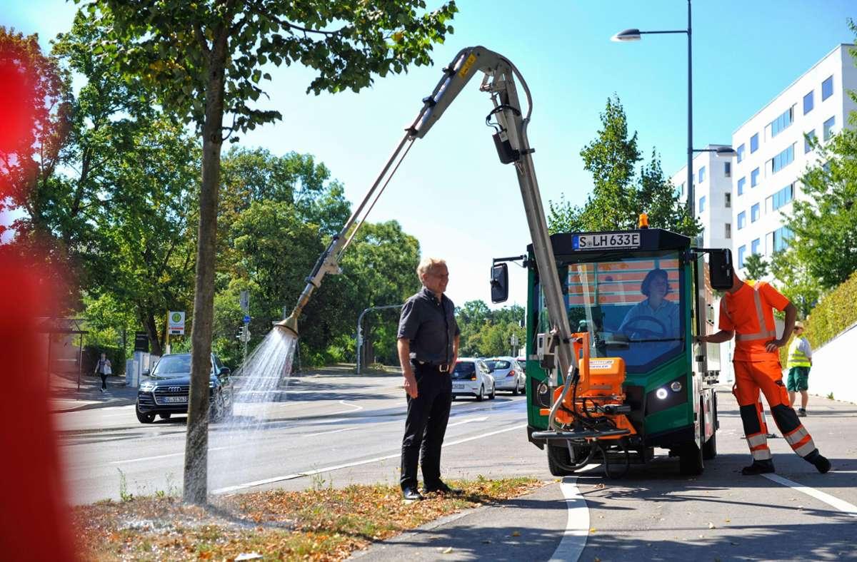 Die Stadt hat neue Gießfahrzeuge angeschafft – derzeit wird deren Einsatz dringend benötigt. Foto: Lichtgut/Max Kovalenko
