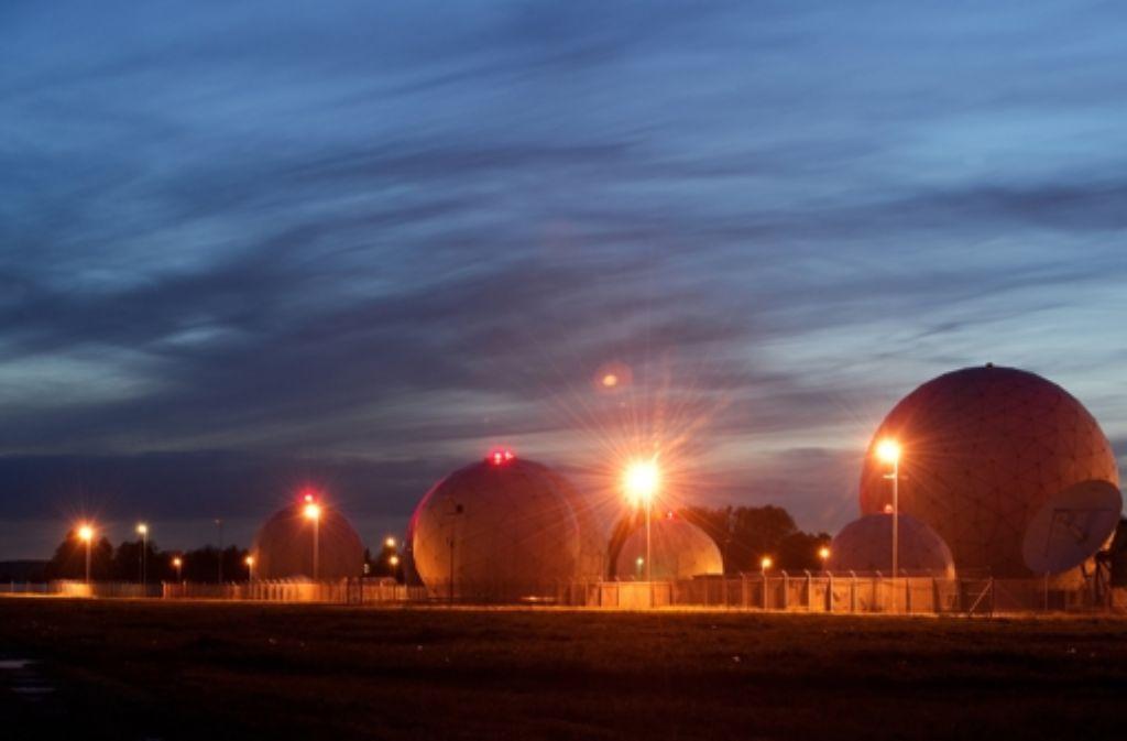 Radarkuppeln auf dem Gelände der Abhörstation des Bundesnachrichtendienstes in Bad Aibling (Bayern): Der BND soll europäische und US-Ziele ausspioniert haben. Foto: dpa