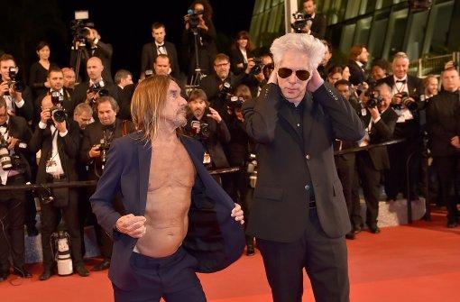 Iggy Pop ohne Hemd auf rotem Teppich in Cannes