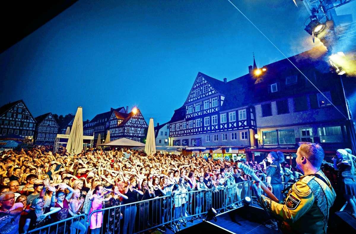 Ausgelassenes Feiern: ein solches Bild von der Schorndorfer Schowo ist auch in diesem Jahr undenkbar. Foto: Gottfried Stoppel