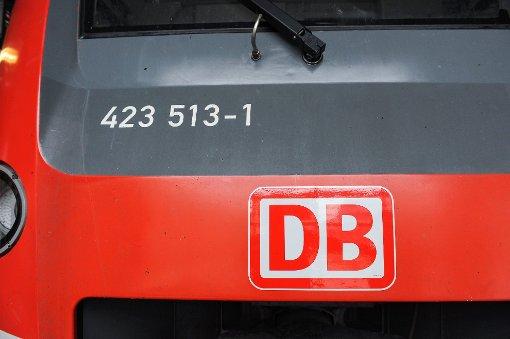 Kran beschädigt Oberleitung der S-Bahnlinie S2