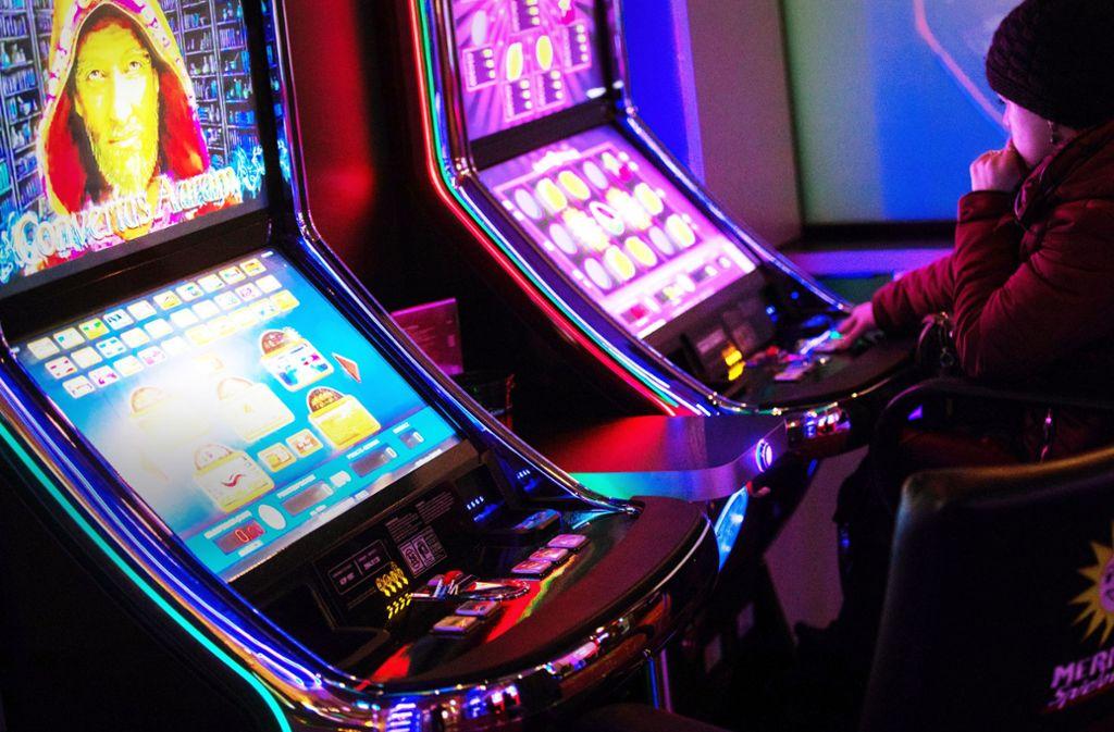 Viele Spieler glauben, mit geschickten Aktionen ihre Gewinnchancen erhöhen zu können – doch das ist eine Illusion. Foto: dpa/Rolf