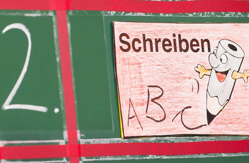 """Das """"Schreiben nach Gehör"""" ist seit Ende 2016 untersagt, wird aber weiterhin von grundschulen im Land praktiziert. (Symbolfoto) Foto: dpa"""