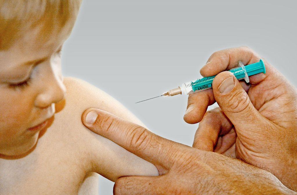 Stuttgart rät zum Impfen und startet eine Kampagne seinen Impfstatus zu prüfen. Gleichzeitig steigt bei vielen Eltern die Impfskepsis. Foto: dpa