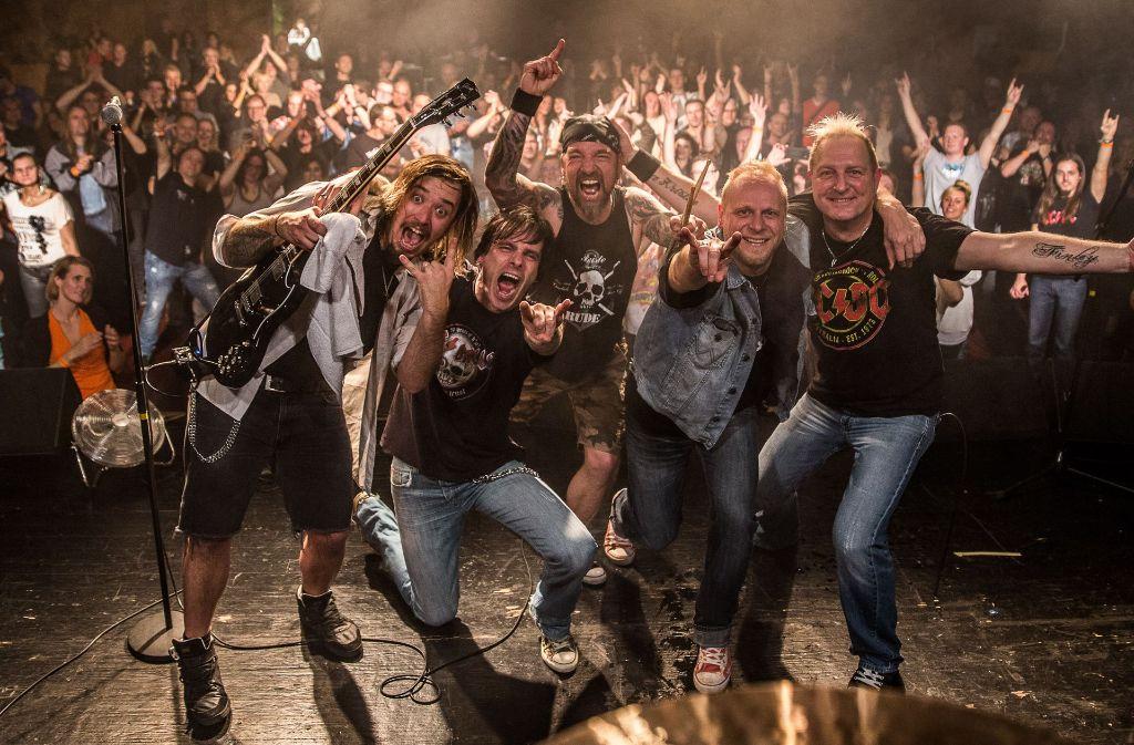 """Die """"Big/Balls"""" spielen AC/DC-Songs – heute abend in Weinstadt. Foto: Veranstalter"""