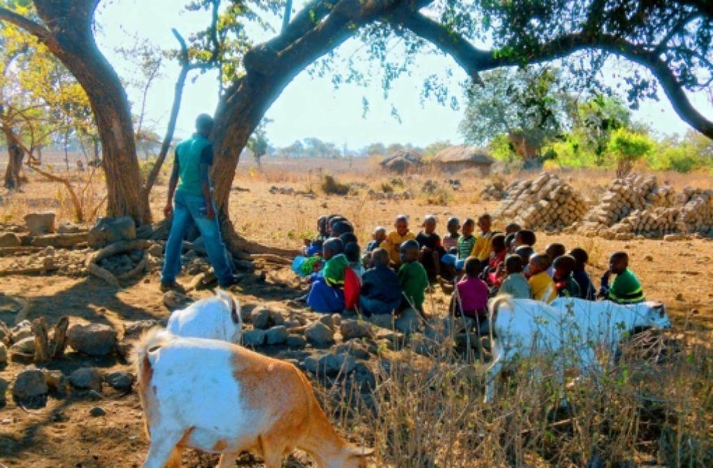 Die jetzige Kindergartensituation im Dorf Embokoi. Foto: privat