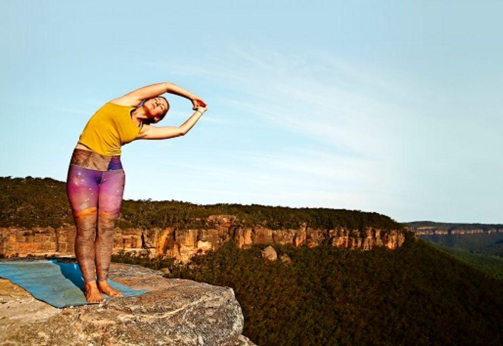 Mit Yoga- und Atemübungen dem Stress begegnen – und das seelische Wohlbefinden  steigern. Foto: Getty