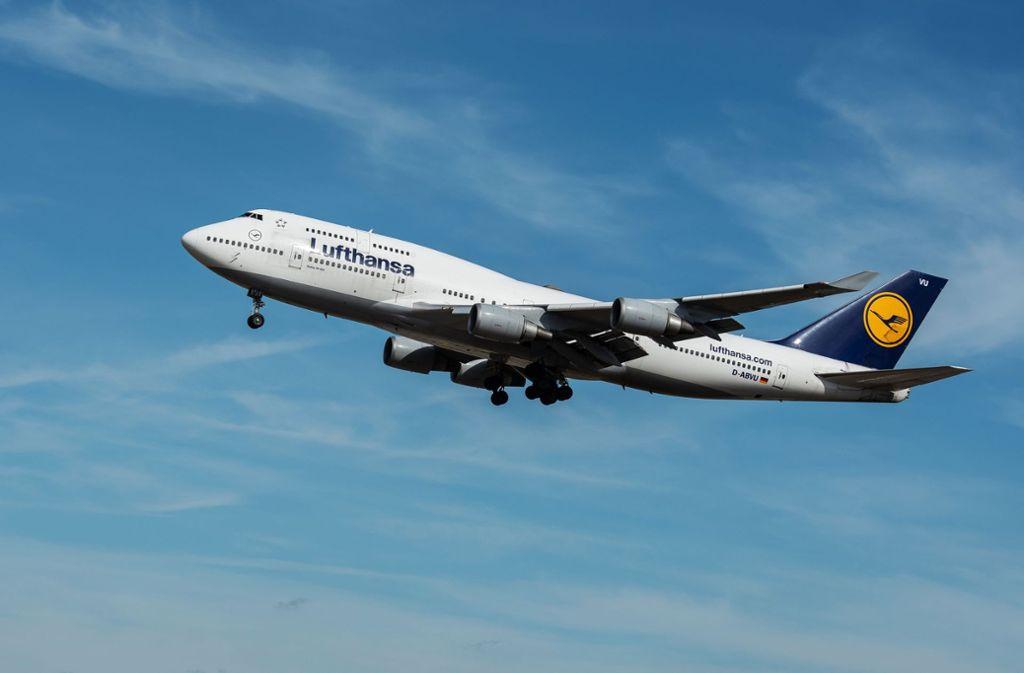 Ein Jumbo-Jet der Lufthansa (Symbolbild) Foto: dpa/Silas Stein