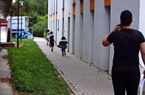 Polizeipräsenz ermöglicht Flüchtlingsheim-Räumung