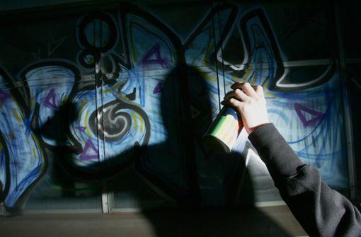 Polizei nimmt mutmaßliche Graffiti-Sprayer fest